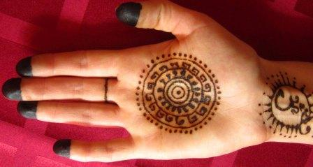 right-hand-mehendi